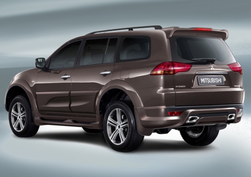 add-mitsubishi-pajero-sport-rear